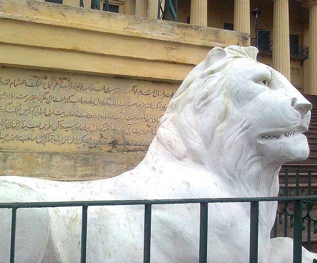 One of the Victorian lions that sit on either side of the steps at Hazarduari