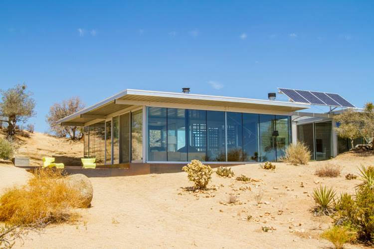 Off-The-Grid House, Pioneertown, California