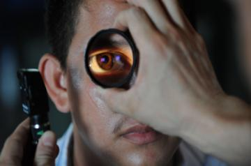 A future non-invasive eye test may allow early detection of Alzheimer's disease before memory loss kicks in, say a team led by an Indian-origin researcher.