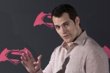 Los Angeles, May 28 (IANS) Actor Henry Cavill is in negotiations to reprise the role of Superman, aka Clark Kent, in an upcoming DC Comics movie.